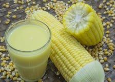 Concetto maturo del raccolto della natura dell'alimento del raccolto dell'azienda agricola del grano del latte del cereale Immagini Stock