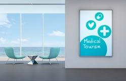 Concetto medico di turismo, stanza di vista del mare nella clinica della parte anteriore della spiaggia Fotografia Stock Libera da Diritti