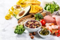 Concetto Mediterraneo di dieta - carne, pesce, frutta e verdure fotografia stock