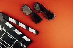 Concetto minimo del cinema Film di sorveglianza nel cinema bordo di valvola, vetri 3d Immagini Stock