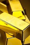 Concetto, monete ed oro di finanza immagine stock libera da diritti
