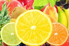 Concetto naturale sano fresco dell'alimento di frutti del fondo misto della fetta Fotografia Stock Libera da Diritti
