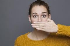 Concetto negativo di sensibilità per la ragazza stupita 20s Fotografia Stock Libera da Diritti