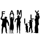 Concetto 'nucleo familiare' con i bambini ed i genitori che tengono le lettere del Fotografie Stock