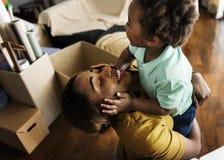 Concetto 'nucleo familiare' felice di origine africana fotografia stock libera da diritti