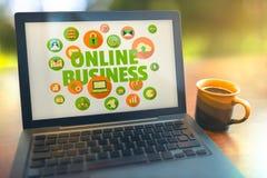 Concetto online del computer portatile di affari Fotografia Stock