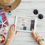 Concetto online del sito Web di acquisto della donna Immagini Stock