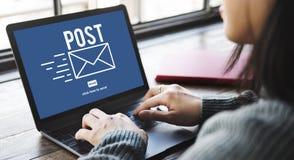 Concetto online di comunicazione del messaggio della corrispondenza della posta della posta fotografie stock