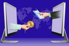 Concetto online, due mani dalle esposizioni mano con il biglietto di aria e del bitcoin illustrazione 3D Immagine Stock