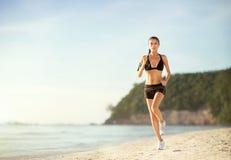 concetto pareggiante di benessere di allenamento di forma fisica della donna Immagini Stock
