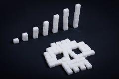Concetto: Pile salenti di cubi dello zucchero Immagine Stock Libera da Diritti