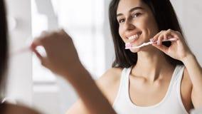 Concetto quotidiano di igiene dentale fotografia stock