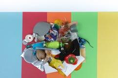 Concetto residuo di segregazione, non separato 5 tipi di immondizie Fotografie Stock Libere da Diritti