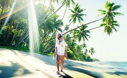Concetto romanzesco dell'isola di amore della spiaggia delle coppie Immagini Stock