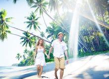 Concetto romanzesco dell'isola di amore della spiaggia delle coppie Fotografia Stock