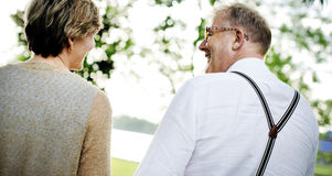Concetto romanzesco di amore delle coppie senior anziane immagine stock libera da diritti