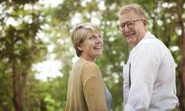Concetto romanzesco di amore delle coppie senior anziane fotografie stock libere da diritti