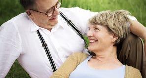 Concetto romanzesco di amore delle coppie senior anziane fotografia stock libera da diritti