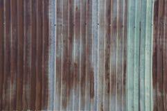 Concetto rustico della casa della casa della parete della ruggine della lamina di metallo immagini stock libere da diritti