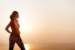 Concetto sano del mare di pace di forma fisica tranquilla della donna Fotografia Stock Libera da Diritti