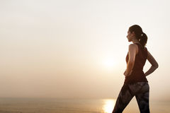 Concetto sano del mare di pace di forma fisica tranquilla della donna Immagine Stock Libera da Diritti