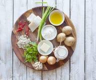 Concetto sano di dieta e di cibo - alimento naturale sulla tavola immagini stock