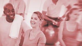 Concetto sano di unità di esercizio di forma fisica della gente del gruppo Fotografia Stock