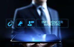 Concetto sociale di affari di pubblicità di media di vendita di Influencer sullo schermo fotografia stock