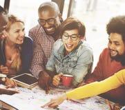 Concetto sociale di comunicazione di 'brainstorming' di riunione di lavoro di squadra Immagini Stock Libere da Diritti