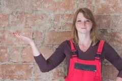 Concetto sorridente di hobby della giovane donna della testarossa Fotografie Stock