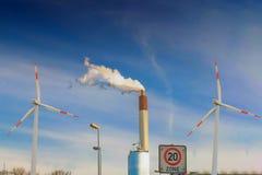 Concetto sostenibile di energia combinato Fotografie Stock Libere da Diritti