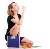 Concetto stante a dieta della giovane donna in buona salute del ritratto Immagine Stock Libera da Diritti