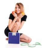 Concetto stante a dieta della giovane donna in buona salute del ritratto Immagini Stock