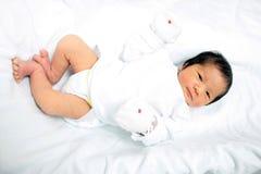 Concetto sveglio gioventù asiatica neonata della neonata della giovane immagini stock libere da diritti