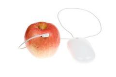 Concetto tecnico: Apple con il mouse del calcolatore Fotografia Stock