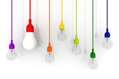 concetto variopinto della lampadina 3D su fondo bianco Fotografia Stock