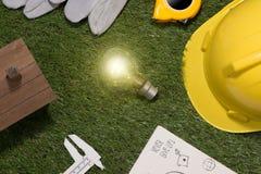 Concetto verde del risparmio energetico e della costruzione: projecj e lavoro della casa Immagini Stock Libere da Diritti