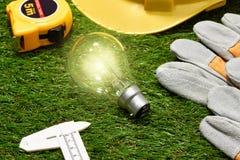 Concetto verde del risparmio energetico e della costruzione: projecj e lavoro della casa Immagine Stock