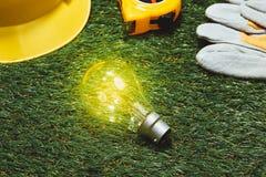 Concetto verde del risparmio energetico e della costruzione: projecj e lavoro della casa Fotografia Stock