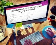 Concetto vivente di prestito di acquisto della proprietà residenziale di accordo Immagine Stock