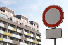 Concettuale tutti i veicoli hanno proibito il segno - con il bordo supplementare in bianco fotografia stock