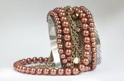 Concevez le bracelet d'idée avec une chaîne et une gemme brillante Photos stock