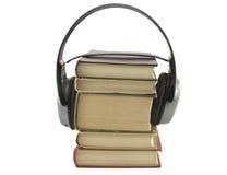 Concezione di Audiobook con le cuffie ed i libri Fotografia Stock