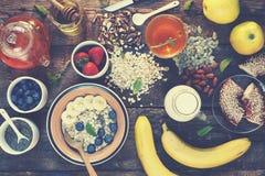 Concezione sana della prima colazione: Primo piano adeguato di vista superiore di nutrizione Immagini Stock Libere da Diritti