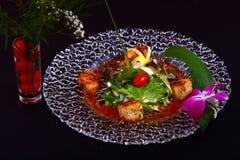 Conchas de peregrino asadas a la parrilla con la salsa del teriyaki Fotos de archivo