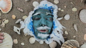 Conchas de peregrino azules del rey de mar almacen de video