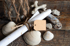 Conchas do mar e frasco de vidro Fotografia de Stock Royalty Free