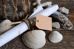 Conchas do mar e frasco de vidro Fotos de Stock Royalty Free