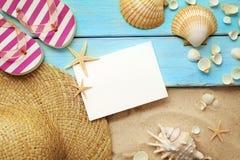 Conchas marinas del verano y fondo vacío de la tarjeta foto de archivo