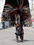 Concheros eller Aztec dansare i Mexico - stad royaltyfri fotografi
